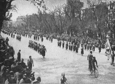 Desfile de milicias precursoras del ejército rojo (Madrid, 1 de mayo de 1936)