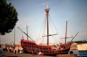 La desaparecida reproducción de la Santa María: puerto de Barcelona