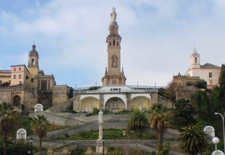 Conjunto monumental dedicado al Sgdo. Corazón. San Juan de Aznalfarache (Sevilla). A sus pies reposan los restos mortales del cardenal Segura