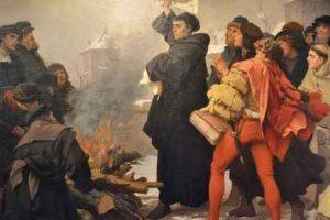 Lutero quema la Bula de su Excomunión